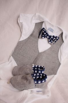 Baby boy shirt bow tie shirt Baby boy photo prop por haddygrace, $37.99