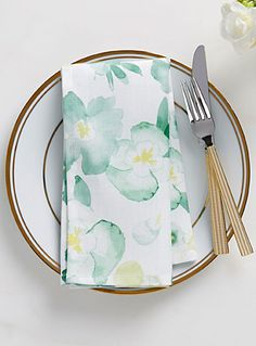 A Canadian design by Samantha Pynn exclusively for Simons Maison Spring has sprung in the form of this fresh, modern watercolour floral on a crisp, white ground. The pansy pattern looks great with white tableware or shades from teal to celery. - Easy-care polyester weave, machine wash and dry - Never needs ironing - Looks beautiful after repeated washing - Matching tablecloth also available - 19&quote; x 19&quote;