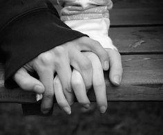 /בלילה הזה  /בחשאי אבוא   /כבקודמיו   /ובאלה שאחריו.     /אחפון ברכות  /עגבייך ואומר  /את כל המילים    /כשאבוא   /כשאבוא אז אליך.    (פזית/  holding hands photography black and white)