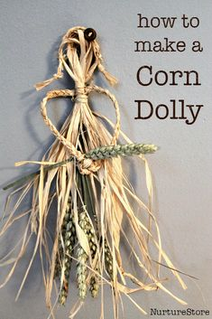 how to make a corn dolly :: harvest craft :: traditional English craft :: samhain craft :: corn dolly craft How to make a corn dolly craft, a traditional English craft and prefect craft for a harvest festival or samhain craft Autumn Crafts, Nature Crafts, Corn Husk Crafts, Corn Dolly, Corn Husk Dolls, September Activities, Wiccan Crafts, All Nature, Fall Harvest