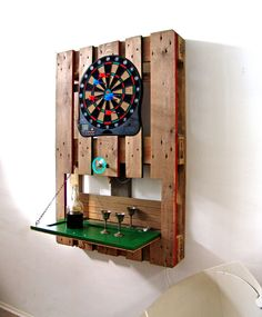 70 ideas for pallet furniture and other clever ideas! - pallet furniture ideas wall decoration europallets darts play furniture made of pallets - Palette Beet, Bar En Palette, Pallet Wall Hangings, Pallet Wall Art, Pallet Furniture Shelves, Wood Furniture, Furniture Ideas, Furniture Dolly, Old Pallets