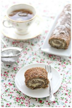 Food: Eleven Earl Grey Flavoured Recipes  (Simple rolled Earl grey tea roulade, via Foodagraphy)