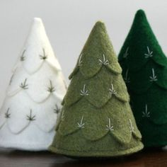 felt christmas trees. by mystra
