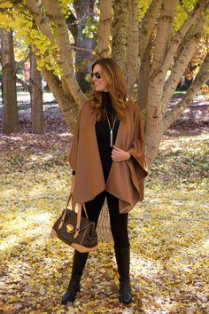 Adrienne wears her latest favorite accessories: a long necklace with a sweater. Pancho Outfit, Got Costumes, How To Look Rich, Autumn Winter Fashion, Winter Style, Fall Fashion, Fashion Ideas, Cardigans For Women, Winter Outfits