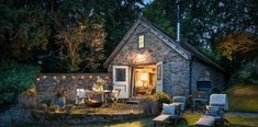 This rough-luxe holiday barn offers a slice of rustic paradise in the Malvern Hills Welsh Cottage, English Cottage Style, Old Cottage, Rustic Cottage, Cottage Gardens, Yorkshire Cottages, English Cottages, English Farmhouse, Fairytale Cottage
