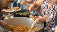 REPORTAJE: Reparto de Migas con Morcón grátis en el Ferial... Sigue... Cereal, Vegetables, Breakfast, Food, Fiestas, Morning Coffee, Vegetable Recipes, Eten, Veggie Food