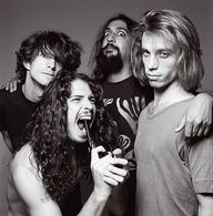 CHRIS CORNELL gets Kurt- lie in this pic years before his suicide by hanging in Chris Cornell, Glam Rock, Stevie Ray Vaughan, Pearl Jam, Soundgarden Lyrics, Nirvana, Music Is Life, My Music, Hard Rock