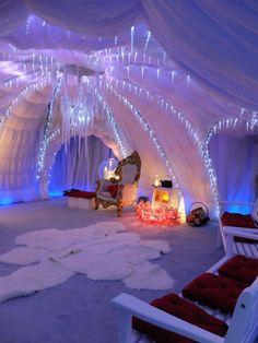 Ice cave - you could use sheets and Christmas lights Christmas Grotto Ideas, Christmas Fair Ideas, Christmas Themes, Kids Christmas, Christmas Crafts, Christmas Decorations, Christmas Cave, Christmas Events, Blue Christmas