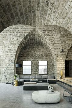 Make Your Home Shine With These Industrial Farmhouse Design Tips It may be that you have never done much with your personal living space because you feel you do not know enough about interior design. Design Moderne, Deco Design, Interior Architecture, Interior And Exterior, Stone Interior, Brick Architecture, Modern Industrial Decor, Industrial Design, Rustic Contemporary