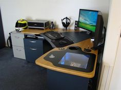 Some of the computer hardware specs include an AMD Phenom 9600 Black Ed 15 Envious Home Computer Setups, 4GB RAM, XFX GeForce 9800GTX 15 Envious Home Computer Setups video card, Logitech Z-4 2.1 15 Envious Home Computer Setups speakers, and much more.