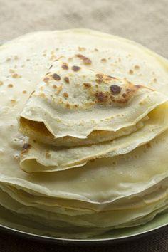 THERMOMIX crêpes 125 gr. de harina; 250 gr. de leche; 1 huevo; 1 cucharada de aceite de oliva virgen extra; 1 pellizco de azúcar; 1 pellizco de sal; mantequilla para engrasar la sartén. 1). Ponemos todos los ingredientes en el vaso del Thermomix y programamos 20 segundos, velocidad 4. Dejamos reposar la masa comó mínimo 20 minutos. Best Mexican Recipes, Sweet Recipes, Cake Recipes, Dessert Recipes, Favorite Recipes, Thermomix Bread, Thermomix Desserts, Crepes And Waffles, Sweet Cooking