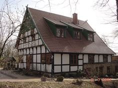 Historisch Modern, Cabin, House Styles, Home Decor, Wood Windows, Trendy Tree, Decoration Home, Room Decor, Cabins