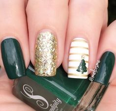 As always @melcisme has created a stunning mani! Melissa is using our Christmas Tree Nail Decals and Straight Nail Vinyls found at snailvinyls.com
