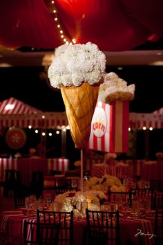 Geniales centros de mesa. #quinces #ideasparaquinces #decoracion #deco #partythemes #popcorn #candy #party #awesome