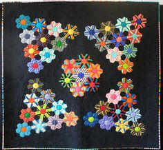 This sweet little quilt is created using English Paper-Piecing and applique. Hexagon Patchwork, Hexagon Pattern, Hexagon Quilt, English Paper Piecing, Paper Piecing Patterns, Quilt Patterns, Miniature Quilts, Foundation Paper Piecing, Mini Quilts