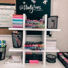 oii gente! reorganizei minhas canetas/post its por cor 😍💕 achei que ficou maravilhoso 😂🌈 #studytiipers