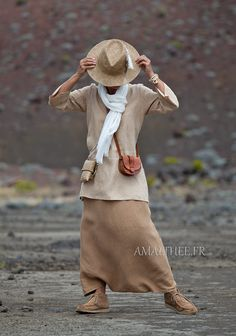 flax linen golden beige Tunic with sleeves and havana sarouel skirt Grunge Outfits, Boho Outfits, Fall Outfits, Vintage Outfits, Casual Outfits, Fashion Tv, Fashion Wear, Fashion Outfits, Womens Fashion