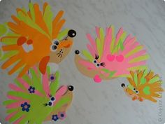Игры пальчиковые Коллективная работа Раннее развитие Аппликация из«ладошек» Мама и папа и малыши - колючая семейка - Бумага фото 1