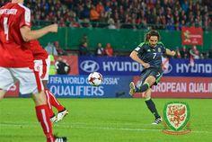 Wales Football, Fifa, Basketball Court, Running, Sports, Racing, Welsh Football, Keep Running, Sport