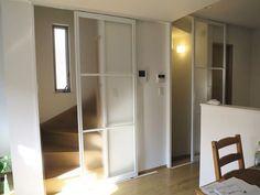 リビング階段口にタチカワブラインド間仕切り「引戸仕様」を取り付けしました。/横浜市#インテリア#リビング階段#寒さ対策#暑さ対策#冷気#省エネ#後付け#こだわり岡田の間仕切り.com#東京#横浜#川崎#出張見積もり Open Trap, My Room, Divider, Vintage Fashion, Stairs, Natural Interior, House, Furniture, Home Decor