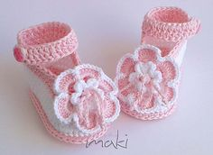 Big flower ankle strap baby booties crochet pattern - No sewing - Large pictures. Very easy to make! Full of pictures! Pattern No. 104
