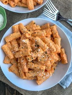 Pasta Recipes Roasted Red Pepper Rigatoni – an easy-to-make, light and healthy, yet satisfying… Vegetarian Recipes, Cooking Recipes, Healthy Recipes, Cooking Fish, Healthy Drinks, Basic Cooking, Cooking Broccoli, Cooking Bacon, Cooking Games
