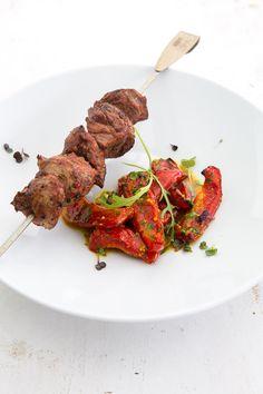 Marinierte Lammhüfte vom Spieß mit Salat von gegrillter Paprika