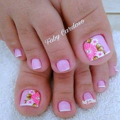 Pink and floral French pedicure. Pretty Toe Nails, Cute Toe Nails, Fancy Nails, Toe Nail Art, Trendy Nails, Diy Nails, Pretty Pedicures, Gel Nail, Nail Polish