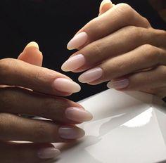 Elegante mandelförmige Nacktnägel  Nagel-Designs