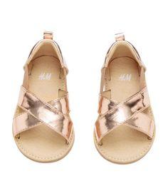 Sandalen mit Metalliclook | Roségoldfarben | Kids | H&M DE