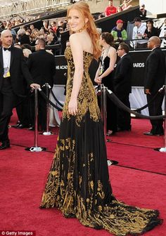 Jessica Chastain in black and gold Alexander McQueen & $2mills worth of jewels, yowsers! Oscars Red Carpet 2012