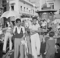 Vendedor de juguetes en la Plaza de Armas, San Juan, Puerto Rico (1937).  Puerto Rico Historic Building Drawings Society...Facebook