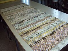Recycled Fabric, Woven Rug, Rag Rugs, Recycling, Weaving, How To Make, Home Decor, Rug Making, Rug Weaves
