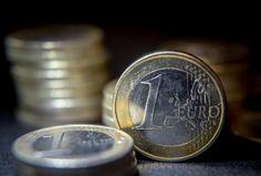 Le déficit des transactions courantes de la France recule à 0,9 milliard d'euros en octobre après 1,2 milliard en septembre, selon la Banque de France