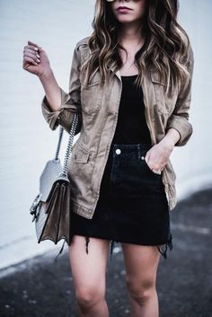 70 Skirt Trends Ideas for Winter Outfits This Year Formal Winter Outfits, Hot Fall Outfits, Black Skirt Outfits, Casual Outfits, Black Denim Skirt Outfit Winter, In Der Disco, T Shirt Noir, Moda Outfits, Jeans Rock