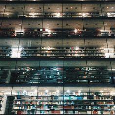 Biblioteca #bilbao #biblioteca #bookstore #library #noche