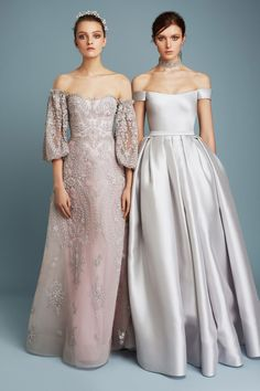See the complete Reem Acra Pre-Fall 2017 collection.