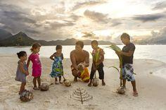 Four Seasons Resort Bora Bora | A marine biologist at Four Seasons Resort Bora Bora teaches children about the importance of nature.