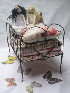miniatur, doll beds, princess, wire doll, wire bed, pea, sarah strachan, wire hangers, the wire