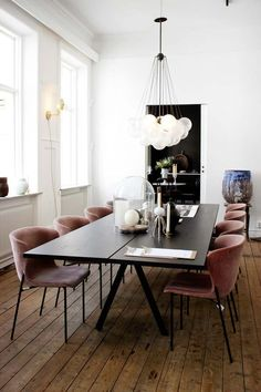 48 modern dining room chairs – seating comfort is also very important in the dining area! modern chairs dining room large dining table floor board My oh my the country…the fresh air; Luxury Dining Room, Dining Room Sets, Dining Room Furniture, Dining Area, Dining Tables, Dining Suites, Furniture Ideas, Kitchen Tables, Kitchen Ideas