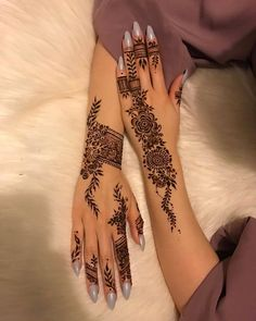 Here are some latest henna designs inspiration. Pretty Henna Designs, Modern Henna Designs, Henna Tattoo Designs Simple, Arabic Henna Designs, Mehndi Designs 2018, Mehndi Designs For Girls, Tribal Henna Designs, Latest Henna Designs, Finger Henna Designs