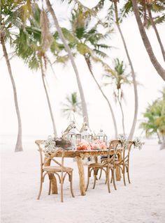 Lovely beach dinner al fresco. Beach Dinner Parties, Beach Lunch, Beach Picnic, Summer Picnic, Village Photos, Island Weddings, Beach Weddings, Wedding Beach, Tropical Weddings