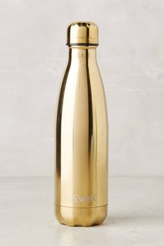 ❥ ❥ Garrafa de Ouro ❥ ❥ Good Swell water bottle from anthro--good size for diaper bag Swell Water Bottle, Cute Water Bottles, Botella Swell, Charles Ray Eames, Design Plat, Gold Home Accessories, Gold Everything, Gold Aesthetic, Color Dorado
