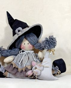046_strega-paraspiffero Halloween Doll, Cute Halloween, Halloween Crafts, Halloween Decorations, New Crafts, Decor Crafts, Diy And Crafts, Fall Festival Activities, Witch Decor