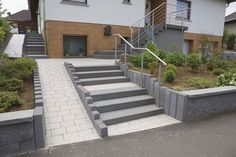 Permeable paver / for public spaces - HYDROPOR PADIO - Rinn concrete and natural stone Stadtroda Small Front Gardens, Back Gardens, Sloped Front Yard, Ramp Stairs, Handicap Ramps, Ramp Design, Le Hangar, Front House Landscaping, House Landscape