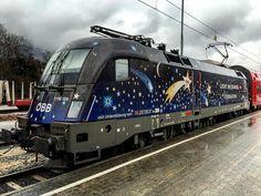 """ÖBB Taurus Rh 1116 126-4 mit der Werbung für die Spendenaktion """"Licht ins Dunkel"""" und einem CityShuttle in Bludenz Hbf (AT). Mir persönlich gefällt das Design sehr gut! #ÖBB#Österreichischebundesbahnen#Siemens#Taurus#Rh1116#BR182#ES64U2#Lichtinsdunkel#ORF1#Sterne#Mond#Bludenz#Austria"""