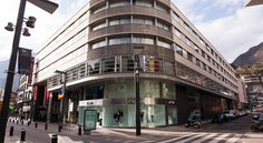 Centric Atiram Hotel Andorra La Vella Situated in central Andorra la Vella,  Centric Atiram Hotel offers spacious, heated rooms with satellite TV, a minibar and free Wi-Fi. The spa includes a Turkish bath, hot tub, experience showers and gym.