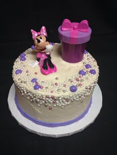Minnie Mouse pearls cake made by Brenda's cake designs