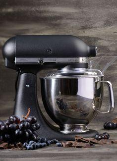 KitchenAid Artisan keukenmachine 4,8 liter 5KSM175PS - vulkaanzwart • de Bijenkorf Kitchen Robot, Ikea Kitchen, Kitchen Aid Mixer, Kitchen Utensils, Kitchen Appliances, Kitchen Tools, Kitchenaid Artisan Mixer, Decoration Design, Deco Design