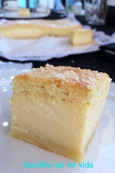 Este es un bizcocho muy curioso de hacer. Como vemos en el corte, quedan perfectamente definidas 3 capas: la superior es un b... Cheesecake Day, Sweet Cooking, Custard Cake, Thermomix Desserts, Muffins, Let Them Eat Cake, Sweet Recipes, Cupcake Cakes, Baking